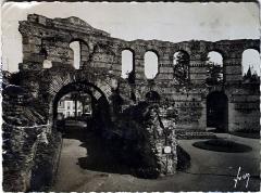 Restes de l'amphithéatre dit Palais Gallien - Français:   sur une vue ancienne.