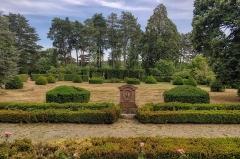 Domaine de la Léonardsau - English:   Domaine de la Léonardsau is a château in the commune of Obernai, in the department of Bas-Rhin, Alsace, France. It is a listed historical monument since 1986.