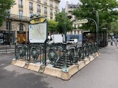 Métropolitain, station Temple - Français:   Entrée de la station de métro Temple, place Élisabeth Dmitrieff, Paris.