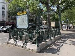 Métropolitain, station Bastille - Français:   Entrée de la station de métro Bastille, boulevard Beaumarchais, Paris.