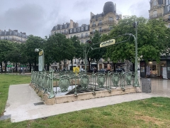 Métropolitain, station Nation - Français:   Entrée de la station de métro Nation, place de la Nation, Paris.