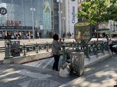 Métropolitain, station Place d'Italie - Français:   Entrée de la station de métro Place d\'Italie, place Henri Langlois, Paris.