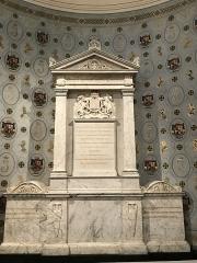 Eglise Saint-Louis - English:   The tomb of James II; church of Saint-Germain