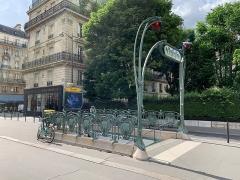 Métropolitain, station Europe - Français:   Entrée de la station de métro Europe, rue de Madrid, Paris.