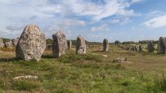Alignement et dolmen de Kerlescan - English:   Standing stones of Carnac: Alignement de Kerlescan, Carnac, Brittany