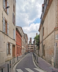 Ruines de l'église des Cordeliers - English:   Rue Urbain-Vitry and the bell tower of the church of the Cordeliers in Toulouse.
