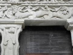 Ancienne abbaye - Français:   Linteau du portail sud de l\'abbatiale Saint-Pierre de Beaulieu-sur-Dordogne (19).