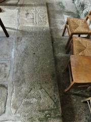 Eglise Saint-Priest - Français:   Dalles funéraires sur le sol, église de Saint-Priest-la-Plaine, Creuse, France.