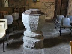 Eglise Saint-Priest - Français:   Les fonts baptismaux de l\'église, Saint-Priest-la-Plaine, Creuse, France.