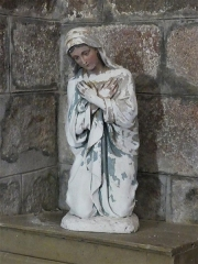 Eglise Saint-Priest - Français:   Statue représentant la Vierge Marie, église de Saint-Priest-la-Plaine, Creuse, France.