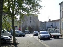 Anciennes fortifications -  Le porche médiéval