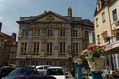 Hôtel Desandrouins, dit aussi Palais Impérial - English:   Boulogne-sur-Mer - Ville Haute - Place Godefroy de Bouillon - View SSW on \'un Palais Impérial\' where Napoléon stayed in 1803-05 during his invasion campaign against Great Britain
