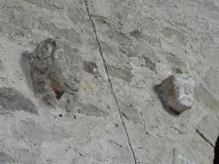 Eglise Saint-Philibert - Français:   Modillons du mur nord à l\'intérieur ancien mur extérieur