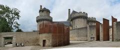 Ancien château - Français:   Vue panoramique (projection Panini générale) du château des Ducs d\'Alençon depuis le parc Simone Veil.