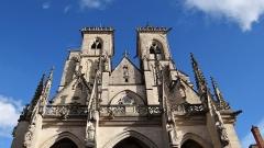 Eglise (collégiale) Notre-Dame - Français:   Collégiale Notre-Dame de Semur-en-Auxois, façade