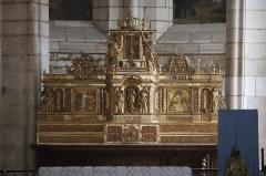 Eglise Saint-Valérien - Français:   Intérieur de l\'église Saint-Valérien à Chitry (89). Retable, tabernacle et exposition.