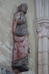 Eglise Saint-Valérien - Français:   Intérieur de l\'église Saint-Valérien à Chitry (89). Groupe sculpté: le Christ en croix entre la Vierge et Saint-Jean. Détail. Saint-Jean.
