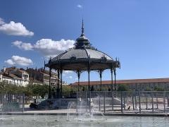 Kiosque Peynet - Français:   Kiosque Peynet, Valence, Drôme.