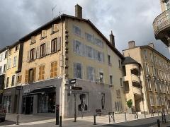 Maison - Français:   Maison à l\'angle de la rue Nationale et de la rue Grenette, Villefranche-sur-Saône.