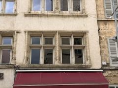 Immeuble - Français:   Immeuble, 732-734-736 rue Nationale, Villefranche-sur-Saône.