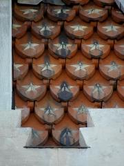 Chapelle Sainte-Marie-du-Cap - Français:   Chapelle Sainte-Marie-du-Cap, chapelle de la Villa Algérienne à Lège-Cap-Ferret (33). Façade principale. Détail. Tuiles de la coupole.