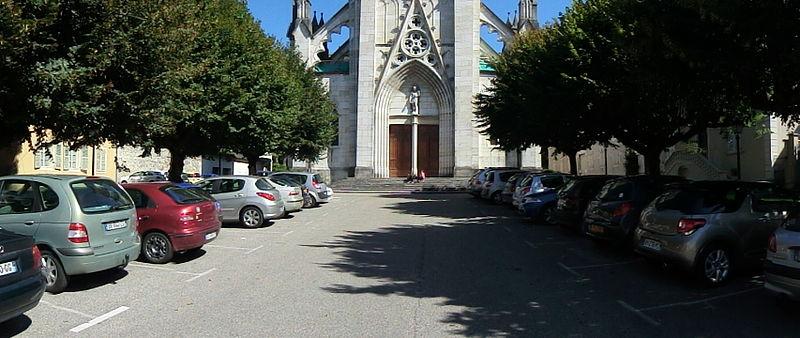 Photo du Monument Historique Place de la cathédrale Saint-Jean situé à Belley