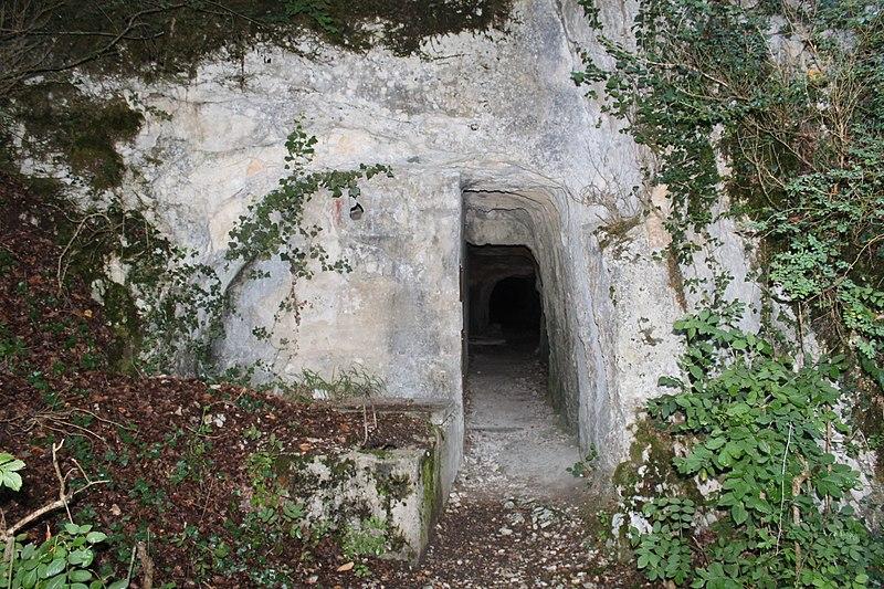 Photo du Monument Historique Aqueduc romain situé à Briord