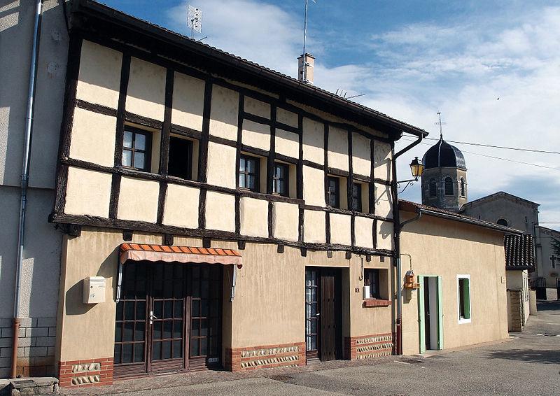 Photo du Monument Historique Maison à pans de bois situé à Lent