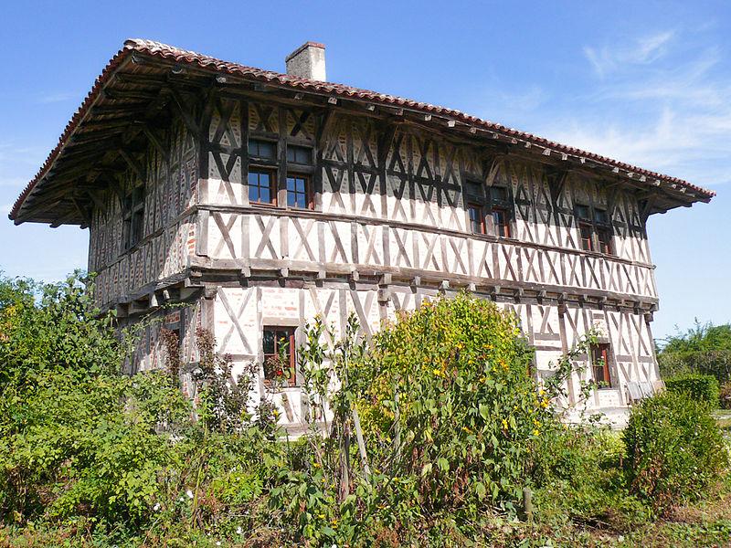 Photo du Monument Historique Manoir de la Charme situé à Montrevel-en-Bresse