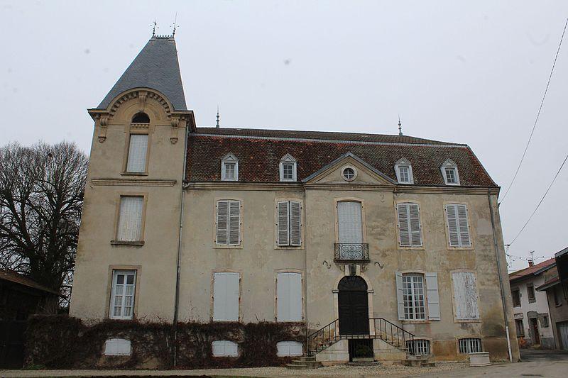 Photo du Monument Historique Maison dite le chapître ou ancien château de Chevigney situé à Neuville-les-Dames