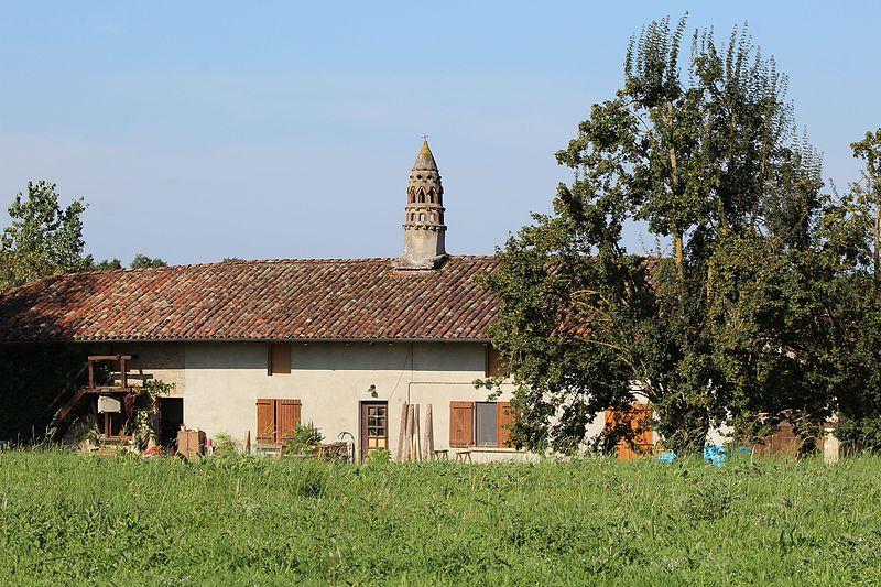 Photo du Monument Historique Ferme du Colombier situé à Saint-Sulpice