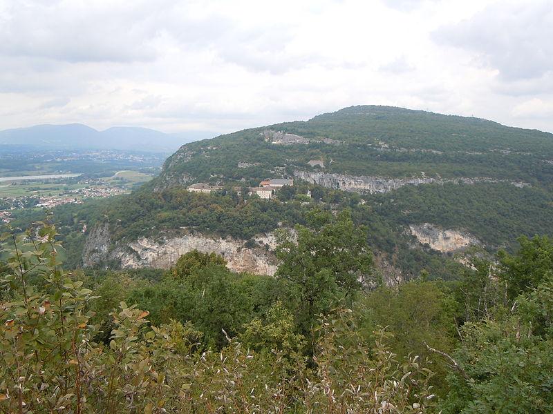 Photo du Monument Historique Ancienne chartreuse de Pierre-Châtel situé à Virignin