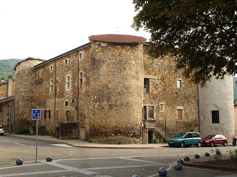 Photo du Monument Historique Château de Montferrand situé à Lagnieu