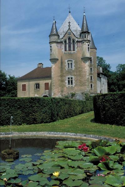 Photo du Monument Historique Château de Dortan situé à Dortan
