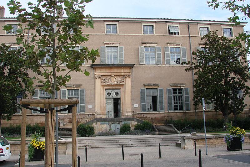 Photo du Monument Historique Ancien parlement de la Dombes dit également tribunal d'instance ou palais de justice situé à Trévoux