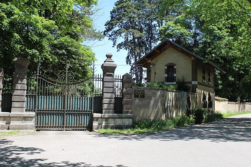 Photo du Monument Historique Château de Fleyriat situé à Viriat