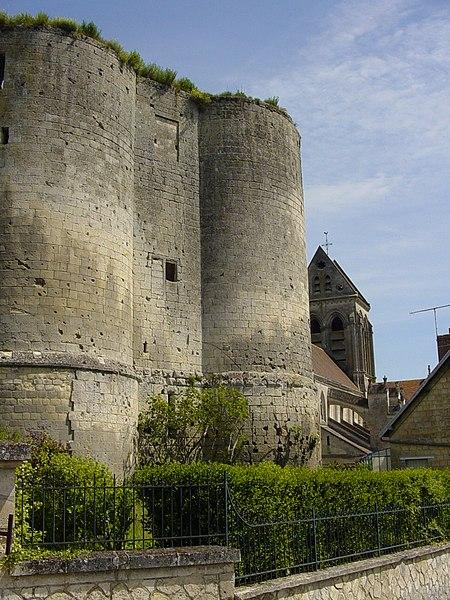 Photo du Monument Historique Donjon situé à Ambleny