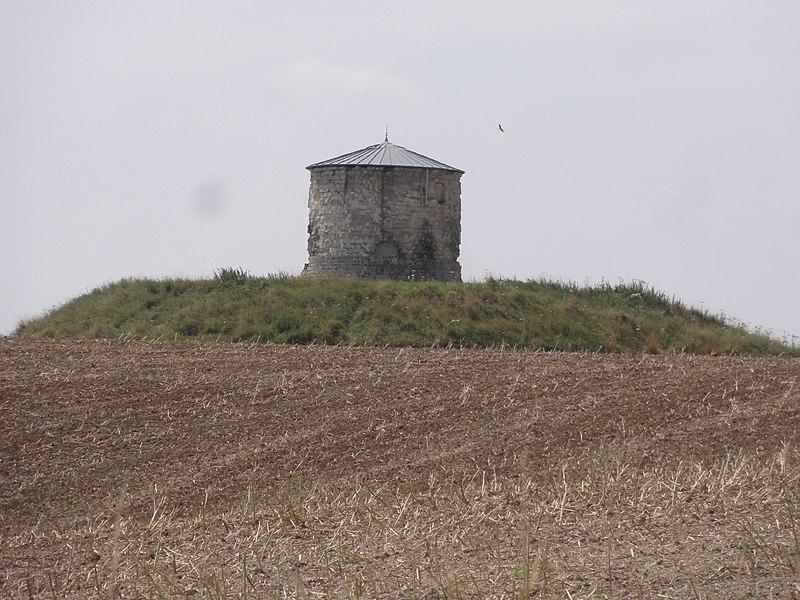 Photo du Monument Historique Ancien château situé à Beaurevoir