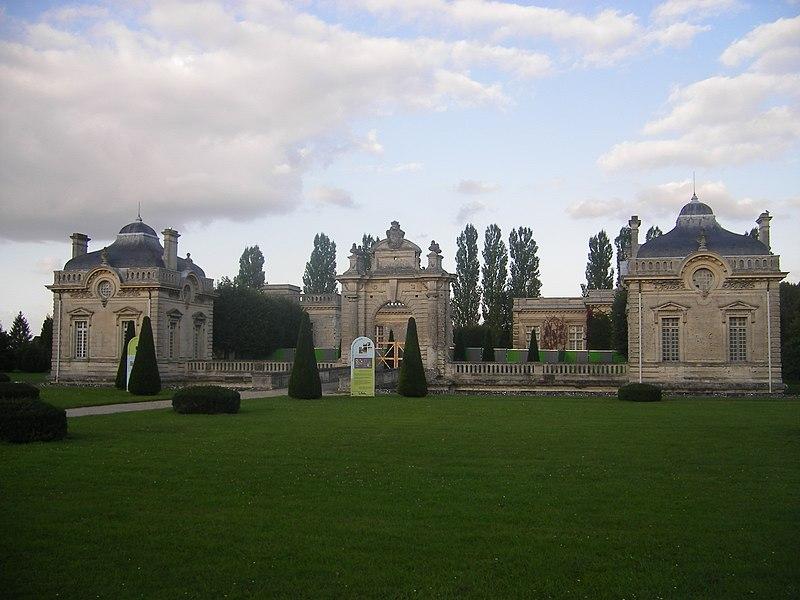 Photo du Monument Historique Château de Blérancourt, ancien château des Ducs de Gesvres, actuellement Musée national de la coopération franco-américaine ou Musée national des Deux-Guerres situé à Blérancourt