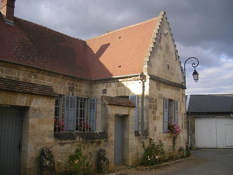 Photo du Monument Historique Maison du conventionnel Saint-Just situé à Blérancourt
