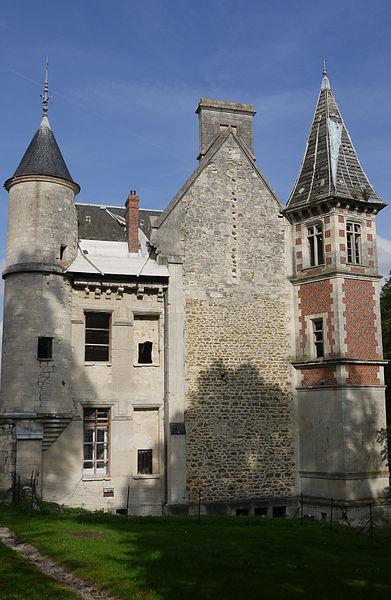 Photo du Monument Historique Château du Buisson situé à Brécy