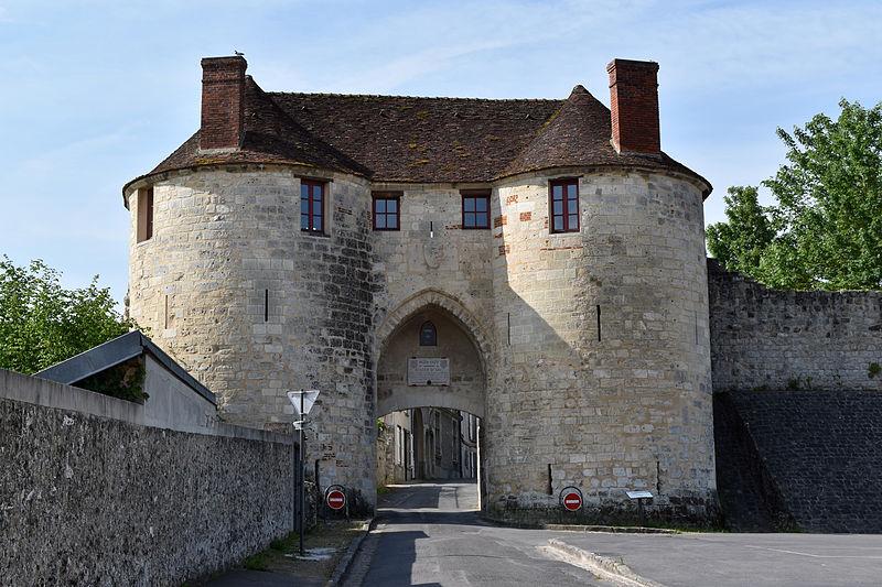 Photo du Monument Historique Porte Saint-Pierre situé à Château-Thierry