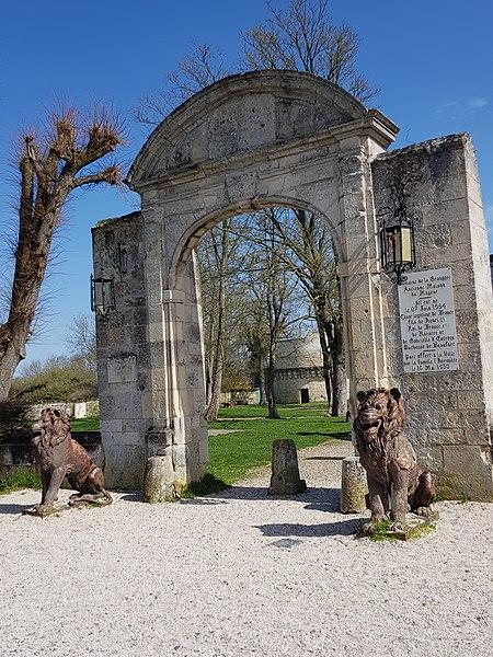 Photo du Monument Historique Ancienne Maison du Gouverneur situé à Coucy-le-Château-Auffrique