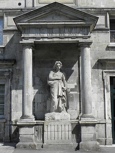 Photo du Monument Historique Statue de Racine situé à La Ferté-Milon