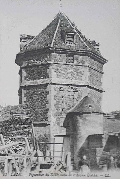 Photo du Monument Historique Ancien colombier des Evêques de Laon situé à Laon