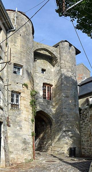Photo du Monument Historique Porte de Chenizelles situé à Laon