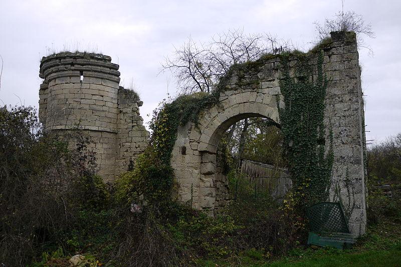 Photo du Monument Historique Ancien château situé à Ville-Savoye