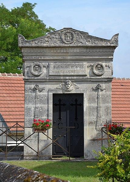 Photo du Monument Historique Mausolée du Général Charpentier situé à Oigny-en-Valois