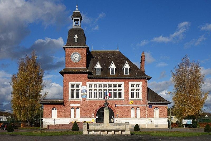 Photo du Monument Historique Place Carnegie de Fargniers situé à Tergnier