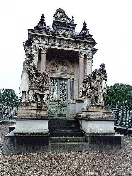 Photo du Monument Historique Mausolée Savart situé à Saint-Michel